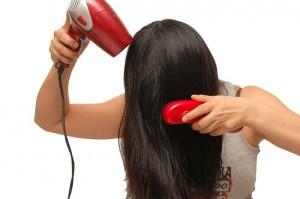 secar el cabello boca abajo