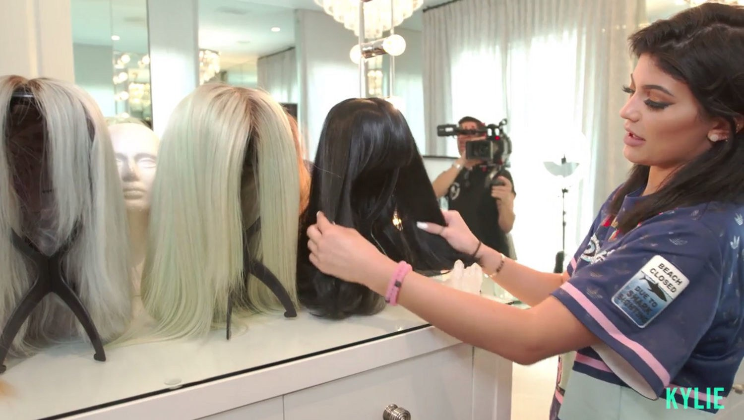 beauty-2015-11-kylie-jenner-wigs-glam-room-main